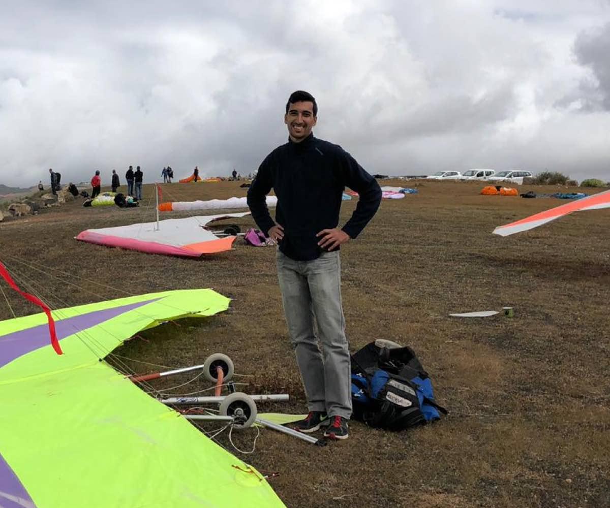 David de Las Palmas, piloto de ala delta