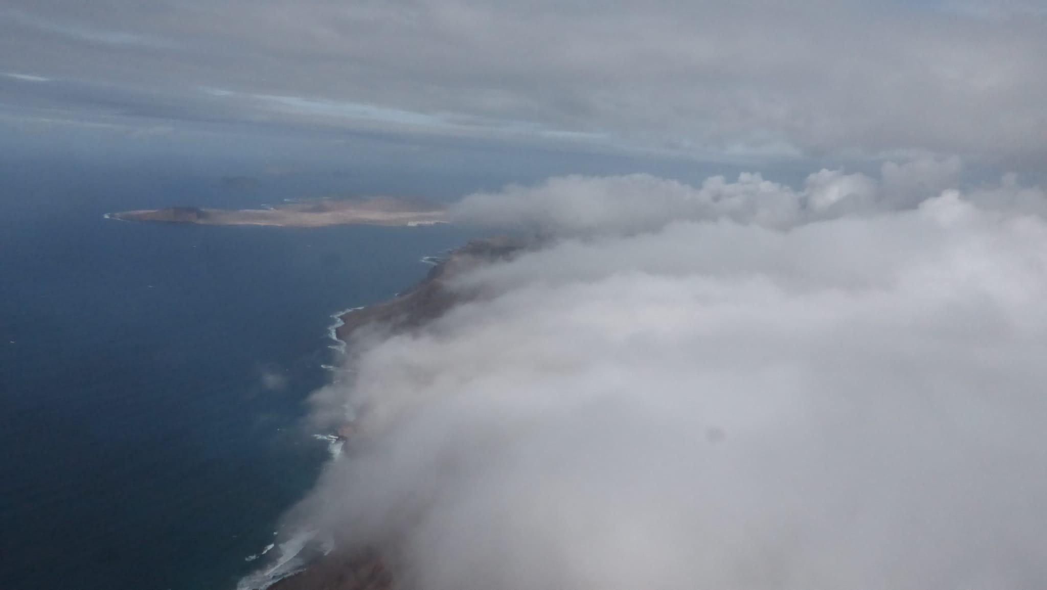 El Risco de Famara en la nube