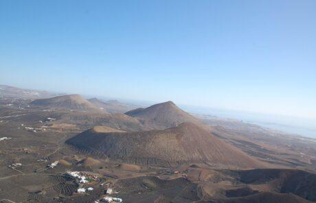 Paisaje de Lanzarote en ala delta