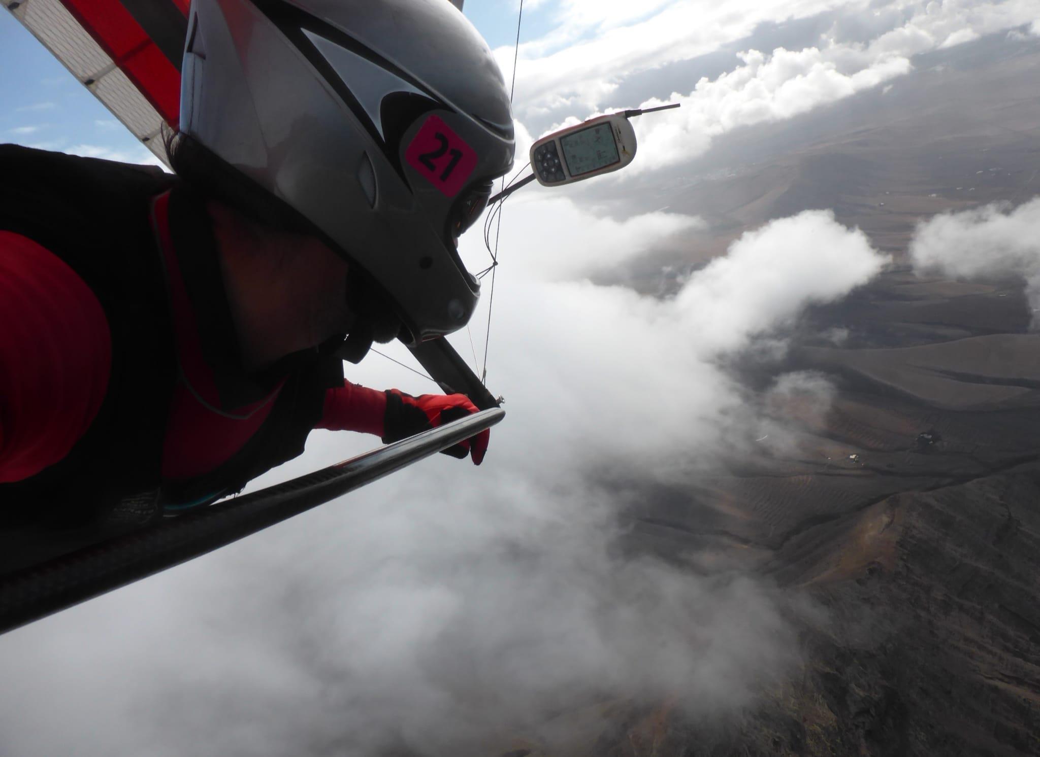 Piloto encima de la nube en Famara